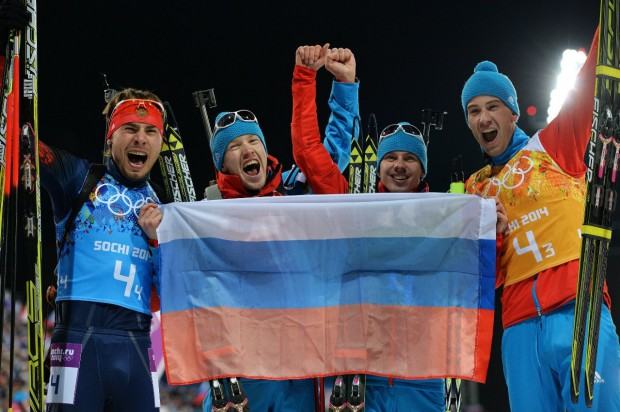Сборная России по биатлону завоевала золото!